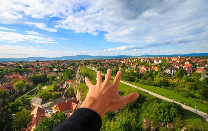Ciudades sostenibles mano, verde